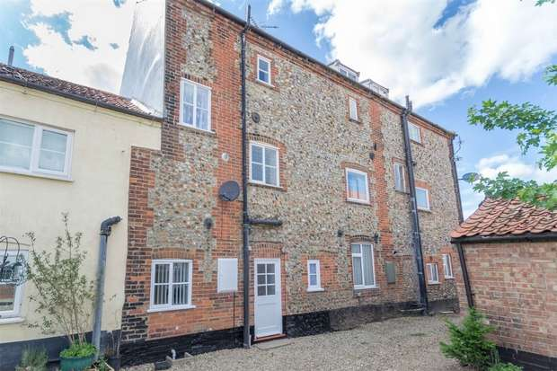 3 Bedrooms Terraced House for sale in 9 Tunn Street, Fakenham