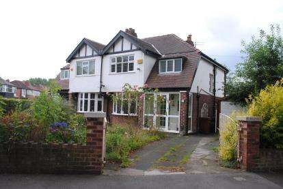 3 Bedrooms Semi Detached House for sale in Parkway, Stockport, Greater Manchester