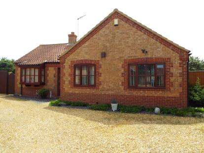 3 Bedrooms Bungalow for sale in Heacham, Kings Lynn, Norfolk