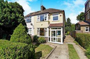 3 Bedrooms Semi Detached House for sale in Newstead Rise, Caterham, Surrey