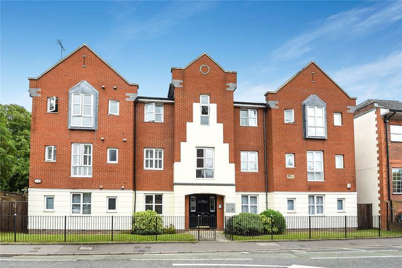 2 Bedrooms Apartment Flat for sale in Centennial Court, High Street, Rickmansworth, Hertfordshire, WD3