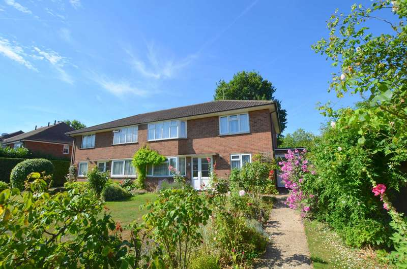 2 Bedrooms Maisonette Flat for sale in Berkeley Close, Chesham HP5