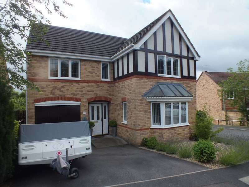 4 Bedrooms Detached House for sale in Arundel Close, Telford, Shropshire, TF3
