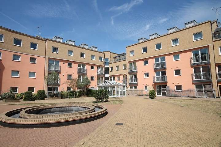 2 Bedrooms Flat for sale in Wooldridge Close, Feltham, TW14