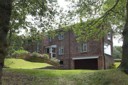 5 Bedrooms Detached House for sale in Brookledge Lane, Adlington, Macclesfield