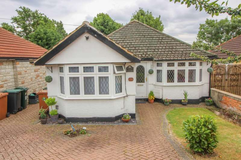 4 Bedrooms Detached Bungalow for sale in Carpenders Avenue, Carpenders Park