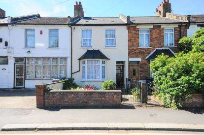 3 Bedrooms Terraced House for sale in Lodge Lane, North Finchley, Woodside Park, London