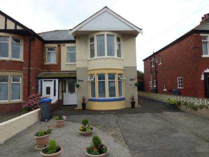2 Bedrooms Flat for sale in Mossom Lane, Thornton-Cleveleys, FY5