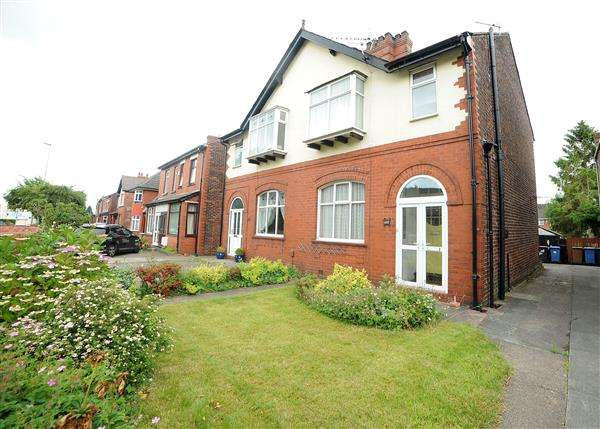 3 Bedrooms Semi Detached House for sale in 177 Liverpool Road, Irlam M44 6DA