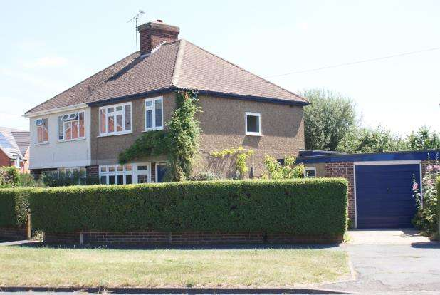 3 Bedrooms Semi Detached House for sale in Woking, Surrey
