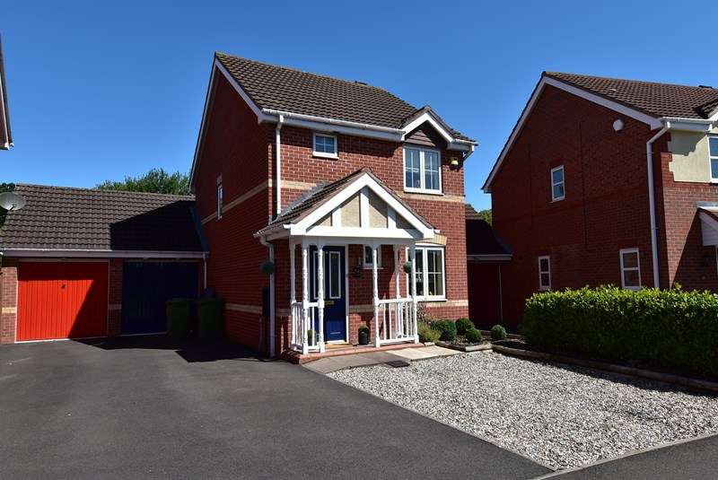 3 Bedrooms Link Detached House for sale in Swan Drive, Droitwich