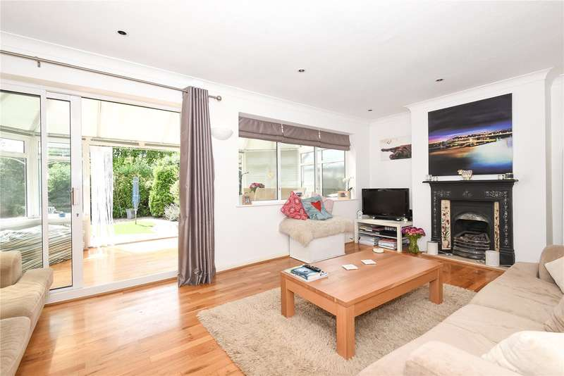 3 Bedrooms Terraced House for sale in Captain Cook Close, Chalfont St. Giles, Buckinghamshire, HP8