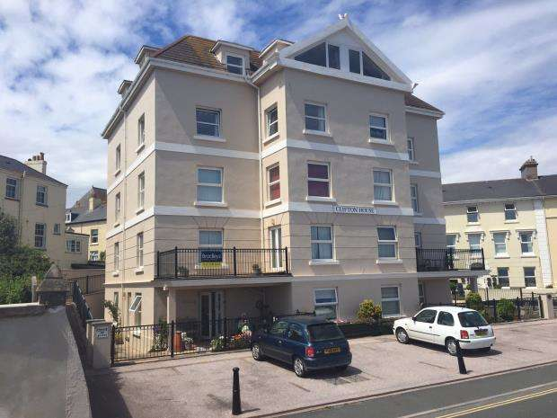 2 Bedrooms Flat for sale in Clifton House, Den Promenade, Teignmouth, Devon