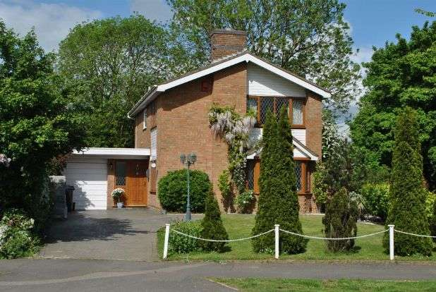 4 Bedrooms Detached House for sale in Reynard Way, Kingsthorpe, Northampton NN2 8QX