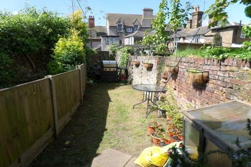 2 Bedrooms Property for sale in Plantation Road, Faversham, ME13