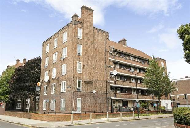 4 Bedrooms Flat for sale in Dorset Road, London