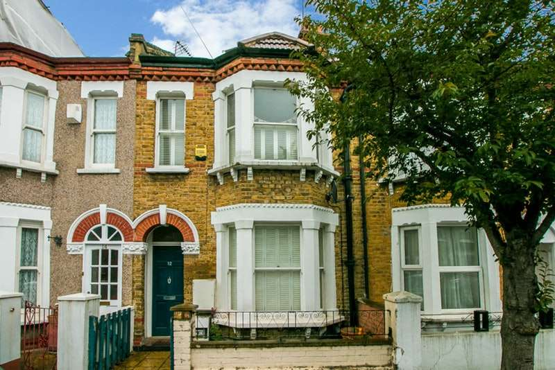 4 Bedrooms Terraced House for sale in Moffat Road, Tooting, London, SW17