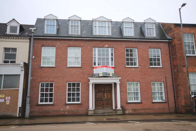 2 Bedrooms Apartment Flat for sale in Flat 1, 19 The Crescent, Bedford, MK40
