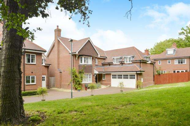 4 Bedrooms Detached House for sale in Hinchley Wood, Surrey