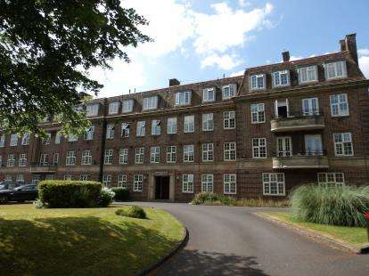 2 Bedrooms Flat for sale in Pitmaston Court East, Goodby Road, Birmingham, West Midlands