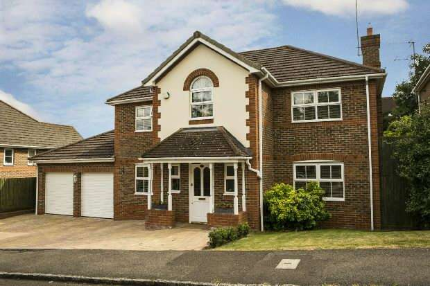 4 Bedrooms Detached House for sale in Wilsford Close, Lower Earley, Reading,