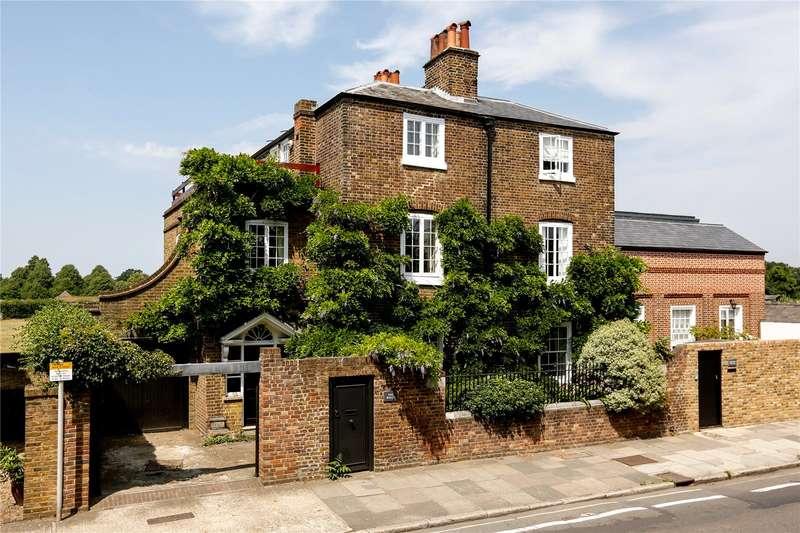 4 Bedrooms Semi Detached House for sale in Hampton Court Road, Hampton Court, KT8