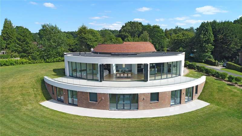 5 Bedrooms Detached House for sale in Brook Street, Cuckfield, Haywards Heath, West Sussex, RH17