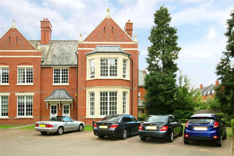 3 Bedrooms Flat for sale in The Clock Tower, Goldring Way, St. Albans, Hertfordshire, AL2