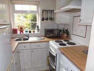 1 Bedroom Semi Detached House for sale in Foxglove Lane, Chessington, Surrey