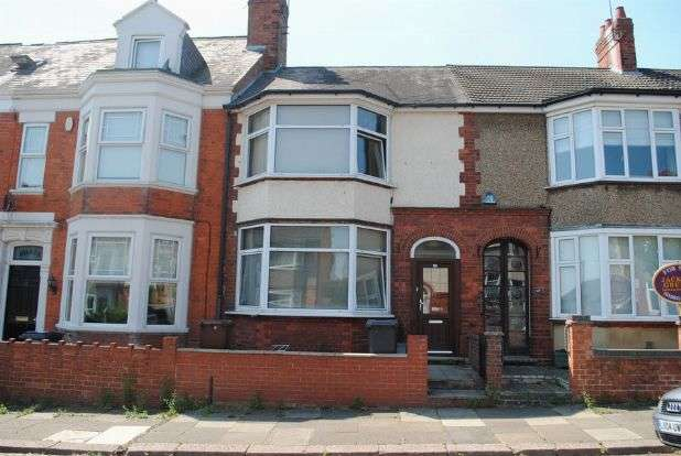 3 Bedrooms Terraced House for sale in Clarence Avenue, Kingsthorpe, Northampton NN2 6NX