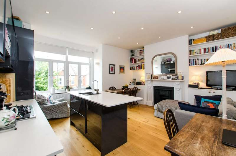 2 Bedrooms Flat for sale in Moyser Road, Furzedown, SW16