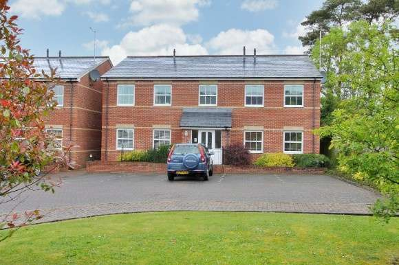 2 Bedrooms Flat for sale in Mansell Court, Whitchurch