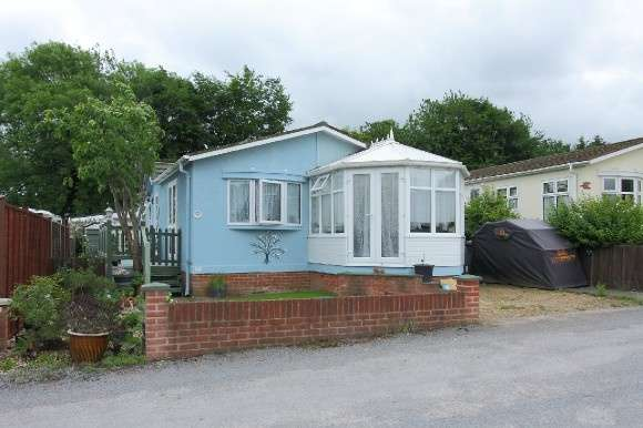 2 Bedrooms Detached Bungalow for sale in Wiremead Lane, East Cholderton, Andover
