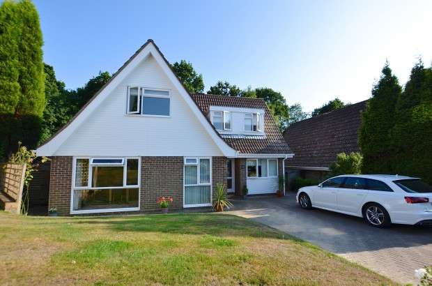 4 Bedrooms Detached House for sale in The Ridings, Bexhill-on-Sea, TN39