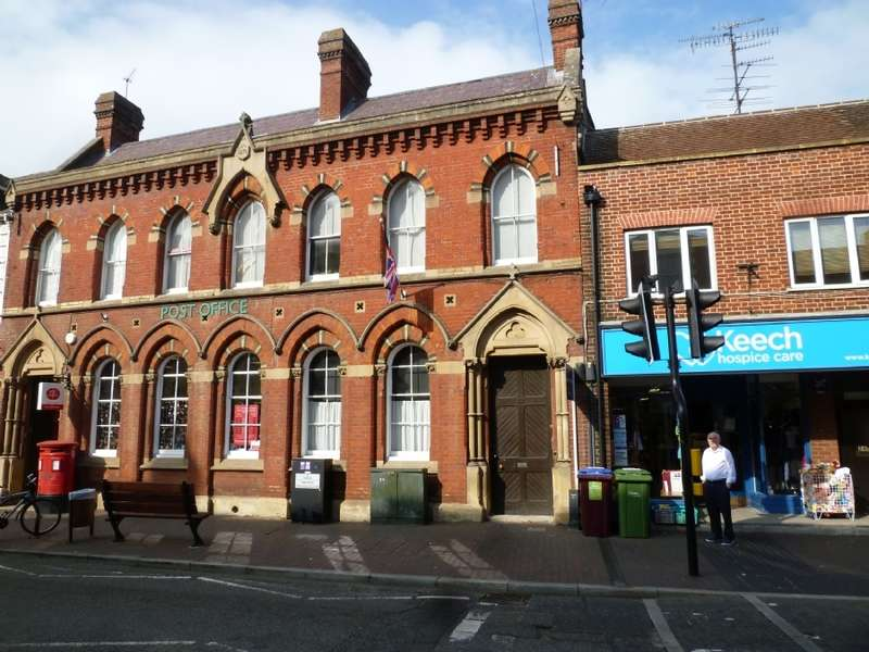 2 Bedrooms Flat for sale in The Old Bank House High Street Newport Pagnell