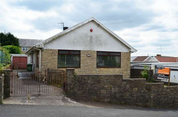 3 Bedrooms Detached Bungalow for sale in Martin Crescent, Tonyrefail, Porth, Mid Glamorgan