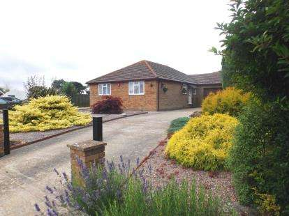 3 Bedrooms Bungalow for sale in Wootton Bridge, Ryde, Isle Of Wight