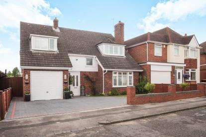 4 Bedrooms Detached House for sale in The Retreat, Dunstable, Bedfordshire, England