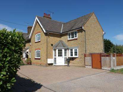 3 Bedrooms End Of Terrace House for sale in Sutton Road, Southend-On-Sea, Essex