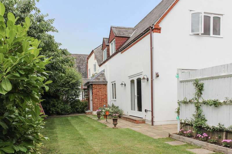 4 Bedrooms Semi Detached House for sale in Old School Square, Thames Ditton, KT7 )PQ