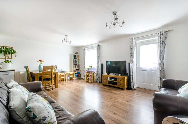 2 Bedrooms Flat for sale in Warham Road, Croydon, CR2