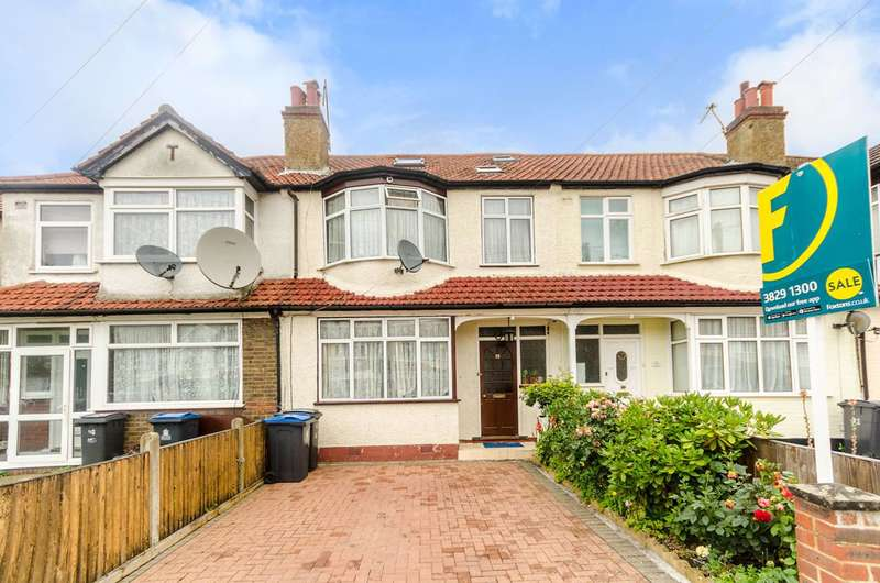 4 Bedrooms House for sale in Largewood Avenue. KT6, Tolworth, KT6