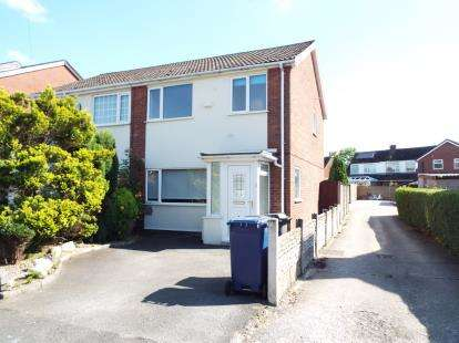 3 Bedrooms Semi Detached House for sale in Dunkirk Lane, Leyland, PR25