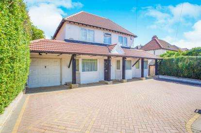 5 Bedrooms Detached House for sale in Oakwood Road, Bricket Wood, St. Albans, Hertfordshire