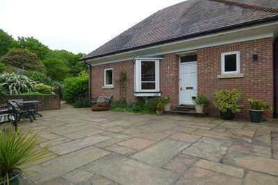 2 Bedrooms House for rent in Sweethaws Lane, Crowborough