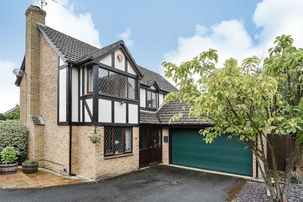 4 Bedrooms Detached House for sale in Almond Close, Wokingham, Berkshire