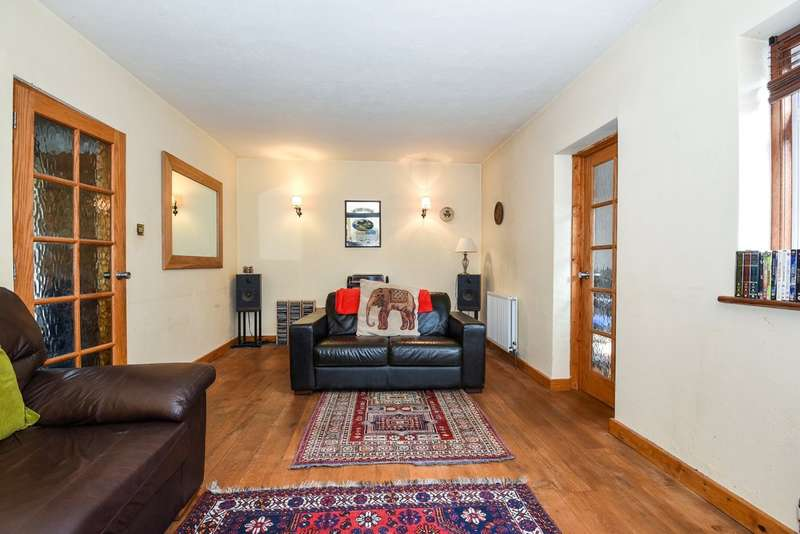 4 Bedrooms Detached House for sale in Northumberland Road, Harrow