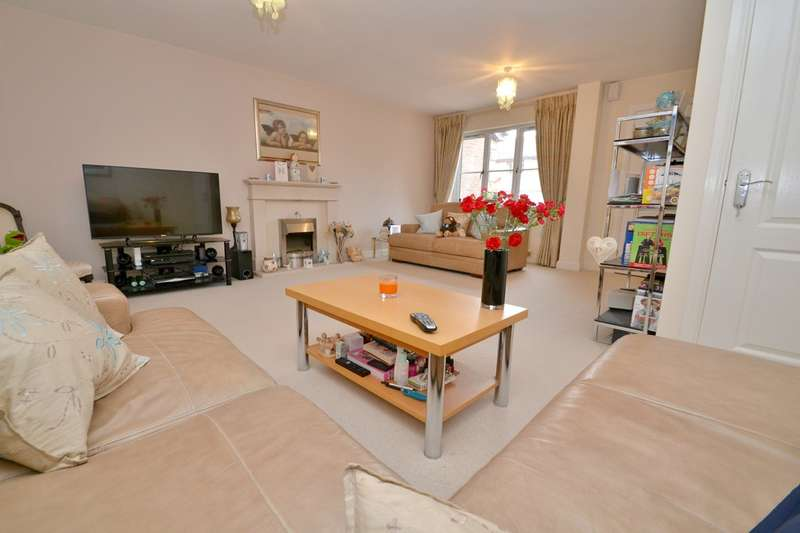 3 Bedrooms Mews House for sale in Orchard Gardens, Gatley
