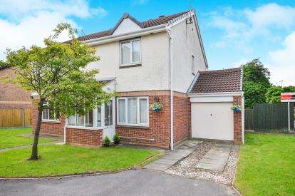 3 Bedrooms Semi Detached House for sale in Gleneagles Drive, Kirkby-In-Ashfield, Nottinghamshire, Notts