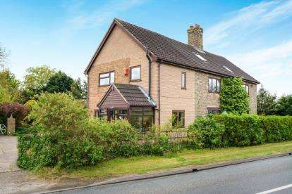 6 Bedrooms Detached House for sale in Stainfield, Market Rasen, .